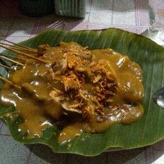 Photo taken at Jalaprang Street Food Court by Kurniawan on 10/4/2011