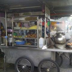 Photo taken at Hussain's Mee Goreng & Rebus by Apiz M. on 1/11/2012
