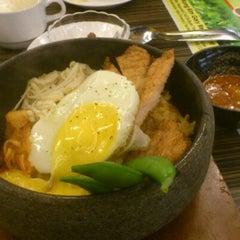 Photo taken at Hong Kong Kim Gary Restaurant (香港金加利茶餐厅) by Kevin W. on 2/3/2012
