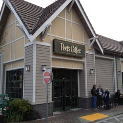 Photo taken at Peet's Coffee & Tea by Reyn J. on 3/25/2012