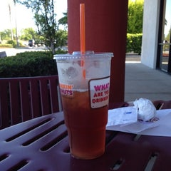 Photo taken at Dunkin Donuts by Ana Elisa V. on 4/17/2012