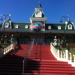 Photo taken at Dreamworld by Madison G. on 7/29/2012