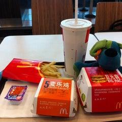 Photo taken at McDonald's 麦当劳 by Poncho R. on 4/19/2012