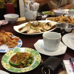 Photo taken at RM Seafood Apong by Irma B. on 6/26/2012