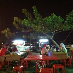 Photo taken at Medan Selera Perhentian Bas Bentayan by Sara A. on 3/28/2012