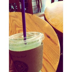 Photo taken at The Coffee Bean & Tea Leaf by 위원장 on 6/28/2014