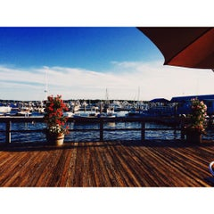 Photo taken at Butler's Flat Clam Shack by Victor M. on 9/7/2015