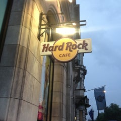Photo taken at Hard Rock Cafe London by Damla A. on 7/27/2013
