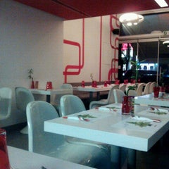 Photo taken at Noodle Bar by Evi S. on 12/29/2012
