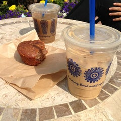 Photo taken at The Coffee Bean & Tea Leaf® by Negin on 6/1/2013