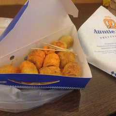 Photo taken at Auntie Anne's (อานตี้ แอนส์) by !!!💃Aı̊bjuNg💫 L. on 8/11/2015
