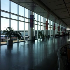 Photo taken at Tulsa International Airport (TUL) by 澎生 邱. on 11/14/2012