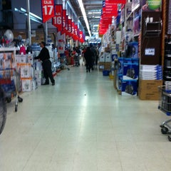 Photo taken at Homecenter Sodimac by Luis R. on 12/20/2012
