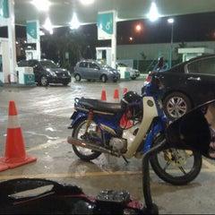 Photo taken at Petronas R&R Seremban (Utara) PLUS Highway. by Aizad A. on 11/2/2012