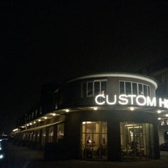 Photo taken at Custom House Bar & Grill by Lars H. on 11/15/2012