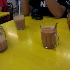 Photo taken at Restoran Ali Food Corner, Alam Damai, Cheras. by Suhaizi C. on 11/21/2012