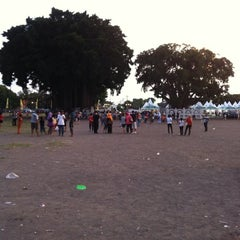 Photo taken at Alun - Alun Kidul by Erykuz P. on 11/15/2012