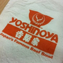 Photo taken at Yoshinoya by Leovina S. on 11/24/2012