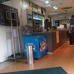 Photo taken at Restoran Original Penang Kayu Nasi Kandar by Lanjat M. on 11/9/2012