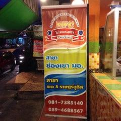 Photo taken at ไก่ทอดเดชา by Warich S. on 10/1/2013