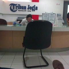 Photo taken at Tribun Jogja Koran Daerah Kompas Gramedia by Arie G. on 11/27/2013