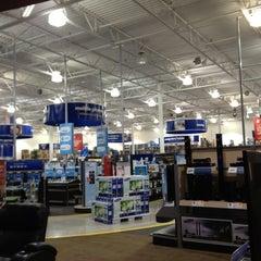Photo taken at Best Buy by Elizabeth I. on 12/15/2012