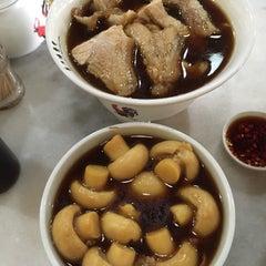 Photo taken at 宝香绑线肉骨茶 (Pao Xiang Bak Kut Teh) by Tata T. on 3/16/2015