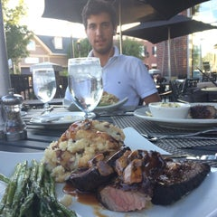 Photo taken at Opus 9 Steakhouse by Randa S. on 8/24/2014