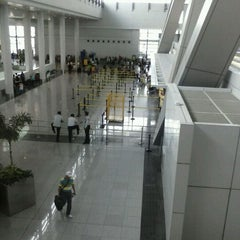 Photo taken at Ninoy Aquino International Airport (MNL) Terminal 3 by Rosario M. on 5/31/2013