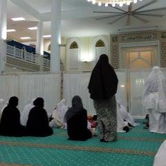 Photo taken at Masjid Al-Hidayah by Fyz O. on 6/17/2015