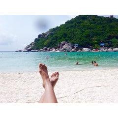 Photo taken at เกาะนางยวน รีสอร์ท   Koh Nang Yuan Dive Resort by Kanjanee B. on 3/6/2015