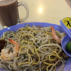 Photo taken at Gourmet Express by Eugene Y. on 10/9/2014