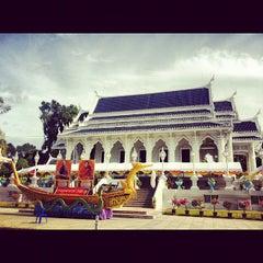 Photo taken at วัดแก้วโกรวาราม (Wat Kaew Korawaram) by Prem T. on 10/7/2012