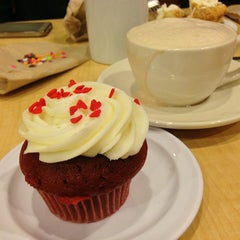 Photo taken at Molly's Cupcakes by Levina T. on 4/2/2013