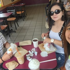 Photo taken at Dunkin' Donuts by Gael C. on 8/19/2015