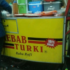 Photo taken at Kebab Turki ( Garuda Mitra ) by Rianti K. on 7/15/2013