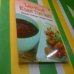 Photo taken at Pecel Lele Lela by Meta D. on 11/28/2012