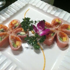 Photo taken at Sakura Japanese Restaurant by Jerry W. on 11/13/2012