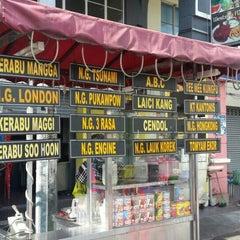Photo taken at Restoran Air Buah Gelas Besar by Ash on 10/31/2015