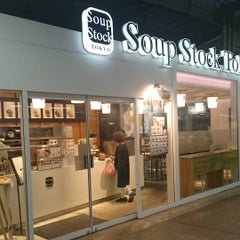 Photo taken at Soup Stock Tokyo 京急品川店 by Irwin C. on 9/8/2015