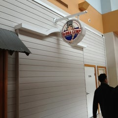 Photo taken at Bubba Gump Shrimp Co. by Gabe B. on 4/7/2013