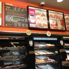 Photo taken at Dunkin Donuts by Leandro C. on 4/9/2013