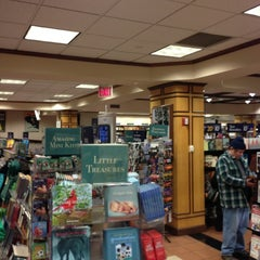 Photo taken at Barnes & Noble by Jonathan J. on 12/8/2012