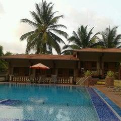 Photo taken at Leoney Resort Anjuna by Maria on 4/15/2013