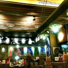 Photo taken at Nando's by WoeiCheng W. on 7/5/2013