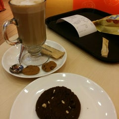 Photo taken at Famous Amos by Nurazah I. on 1/29/2015