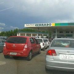 Photo taken at Auto Posto Cerrado by Kátia Cristina T. on 12/25/2012