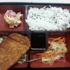 Photo taken at Yoshinoya by Glenn V. on 11/14/2012