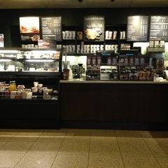 Photo taken at Starbucks by Özlenen Ö. on 2/26/2013