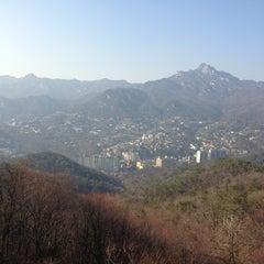 Photo taken at 북악스카이웨이 팔각정 (Bukak Skyway Palgakjeong) by Soo Bok P. on 3/16/2013